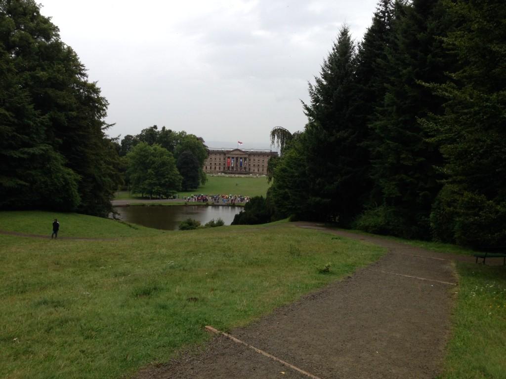 El palacio de lejos