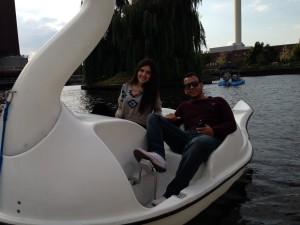 Adriana y Ricardo en el lago