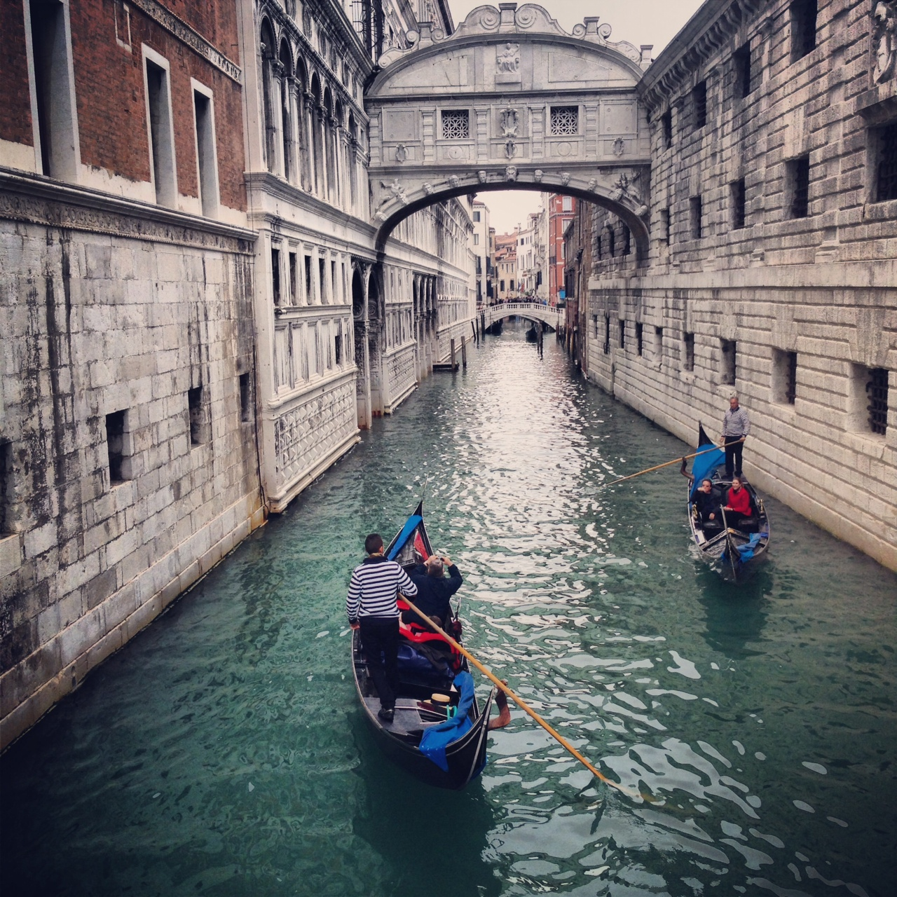 Venecia canales gondolas